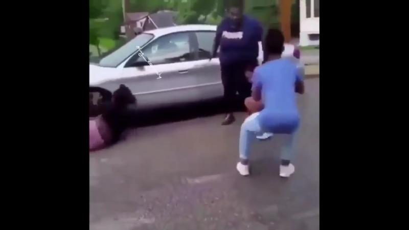 две девки дирутся дур против друга