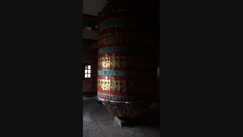 Молитвенные барабаны Таши Джонга