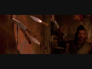 Братство волка. Сцена с девушкой и ножами