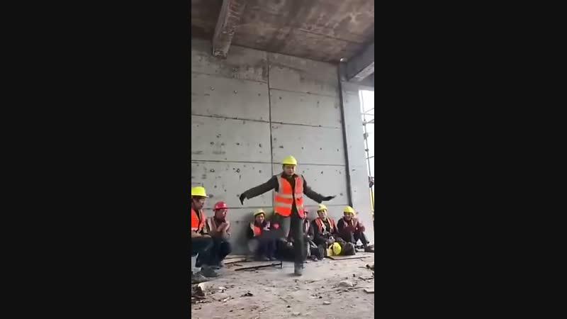 Реинкарнация Майкла Джексона в строителя)