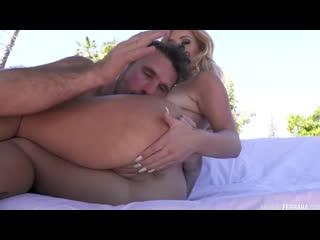 Трахнул зрелую сочную модель с большими сиськами на улице sex milf woman juicy porn pussy milk tit mom mature hd (hot&horny)