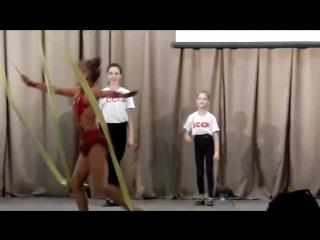 С Днем России!🇷🇺🇷🇺🇷🇺 Моя доча-моя гордость! Первый раз на сцене👍😗💐🌸🌹♥️(самая маленькая в середине)