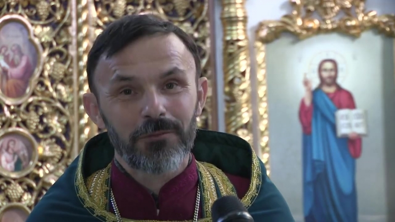 Настоятель-протоієрей Михаїл Ткачук вітає своїх парафіян зі святом