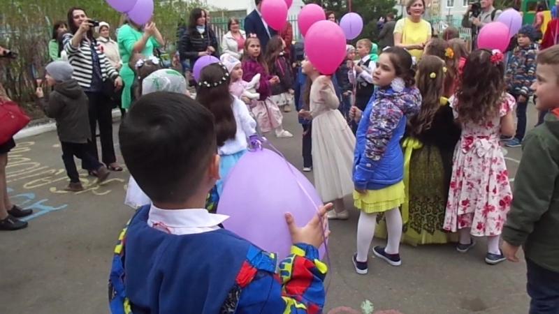 MAH01147 Запуск шаров Выпускной в детском саду