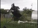 Жена попросила установить пугало на огороде... Сосед пить бросил...