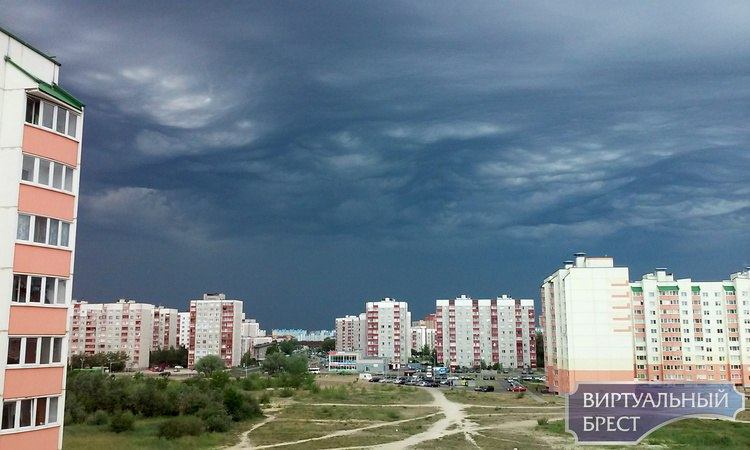 Небо порадовало брестчан дождём и красивыми тучками