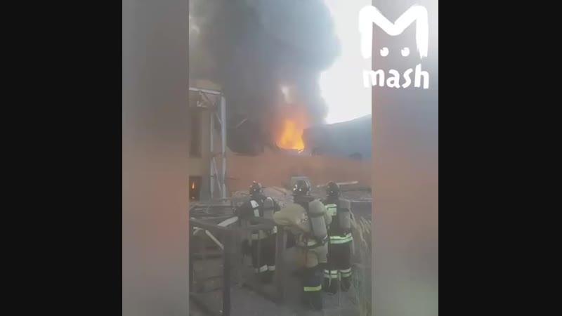 Во Владикавказе на заводе «Электроцинк» произошел пожар, его площадь в настоящее время составляет 4,5 тысячи квадратных метра