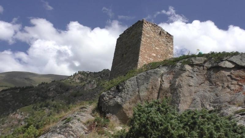 К заоблачной башне