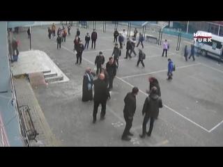 İstanbul Sultangazi de Veliden Öğretmene Yumruklu Saldırı  Okul Bahçesinde Kavga
