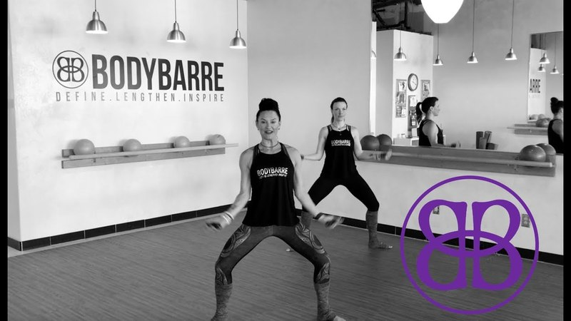👉OFF-THE-BARRE👈 💪🏻 bicep AND booty 🍑 Cardio Workout with Paige