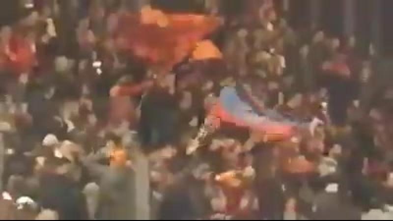 Итальянские фанаты подняли на трибунах флаги ДНР