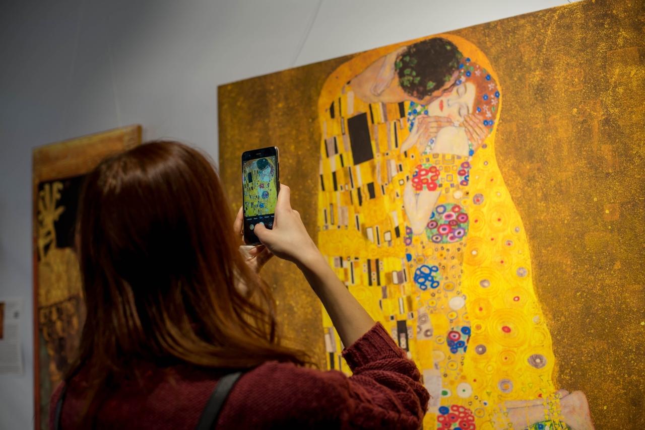 Курян приглашают в музей на «Золотой поцелуй»