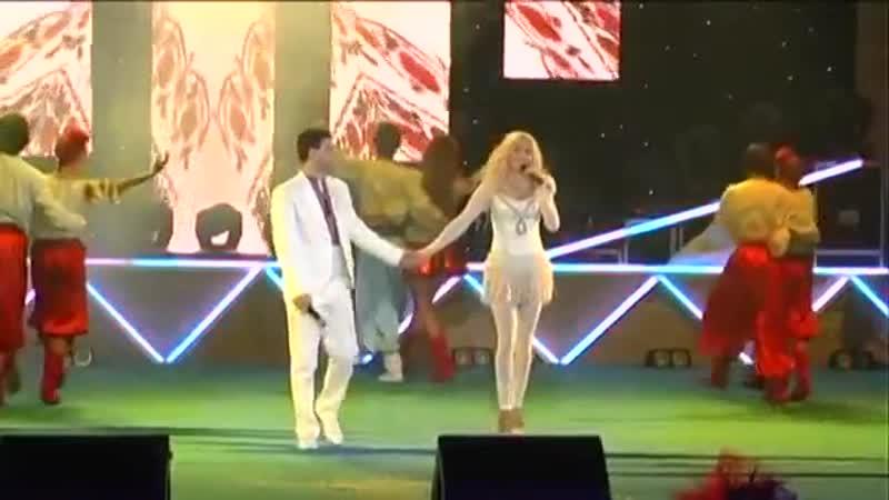 Ірина Федишин та Віталій Човник - Лише у нас на Україні (сольний концерт Україна колядує 2012)
