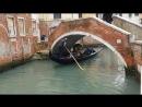 Вот так под мостом проплывают местные гандолы