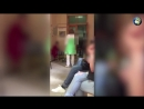 Яжмать протащила по полу плачущую дочь с травмой ноги в Омске