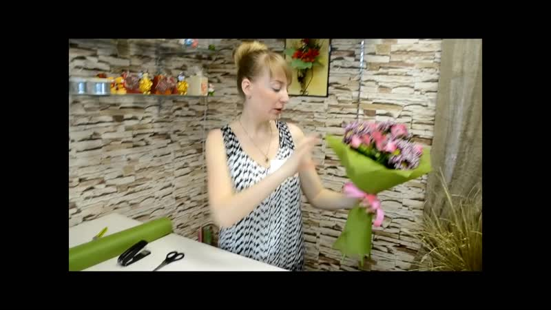 Как сделать букет в фетре из хризантем и альстромерий своими руками. Мастер класс по флористике.