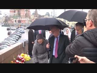 Джон Болтон возложил венок в память о Борисе Немцове
