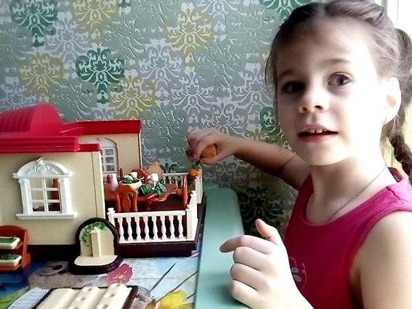 Анжелика играет в домик Сильвания Фемелис