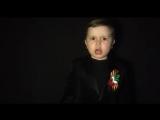 Маленький мальчик поёт военную песню ?