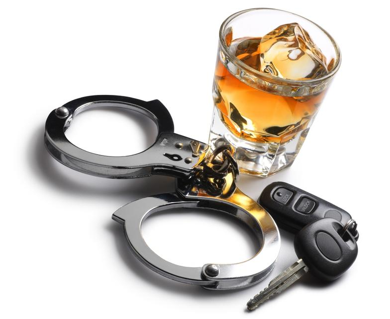 Пьяный водитель пытался откупиться от сотрудников ГАИ, предлагая им взятку