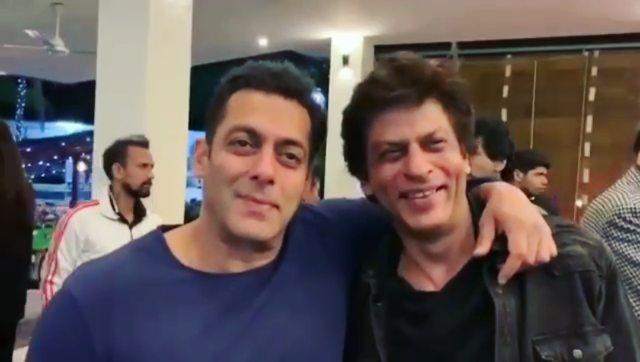 """SRK Everything! ❤️ on Instagram: """"Ye Bandhan Toh Pyaar Ka Bandhan Hai👬💕 . . This video made my day❤❤❤ . . Repost @beingsalmankhan (@get_repost) ・..."""