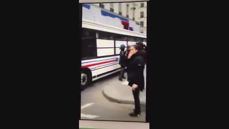 Les SS embarquent des bus entiers de manifestants, honte à eux...