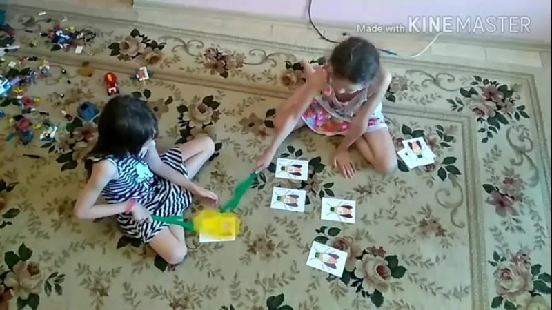 играем в новую для нас игру мухобойка. Очень она нам понравилась! сегодня изучаем местоимения на английском. Я произношу слово