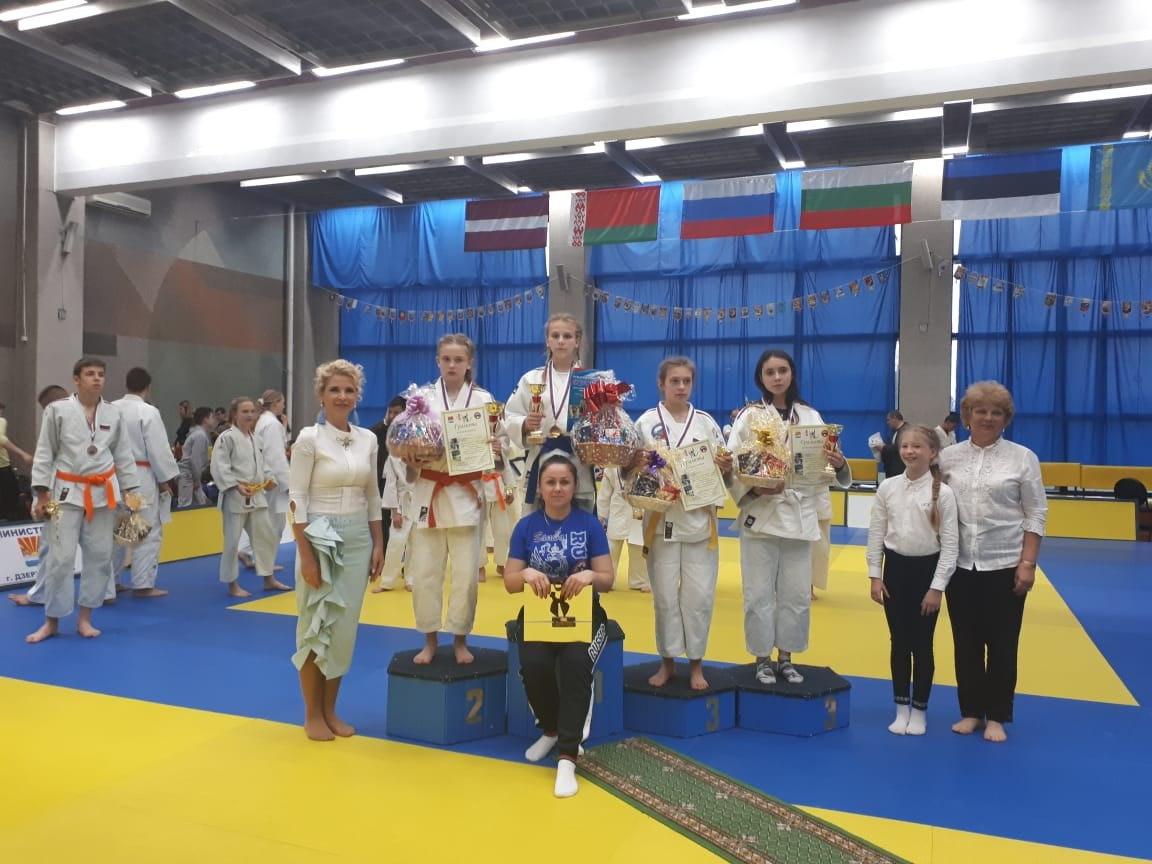 Золото и бронзу привезли с престижных состязаний воспитанницы спортшколы в Савеловском