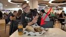BLACK STAR BURGER Честный обзор бургеров от Тимати Школьник унёс от бургера поднос