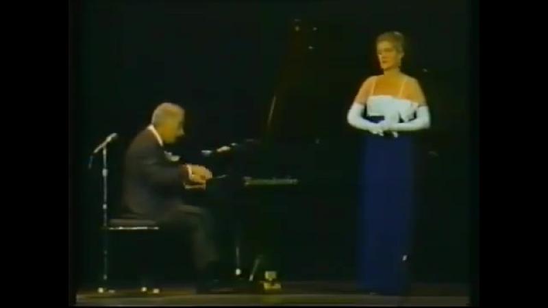 В театре певица напугала пианиста 😂😂😂… »