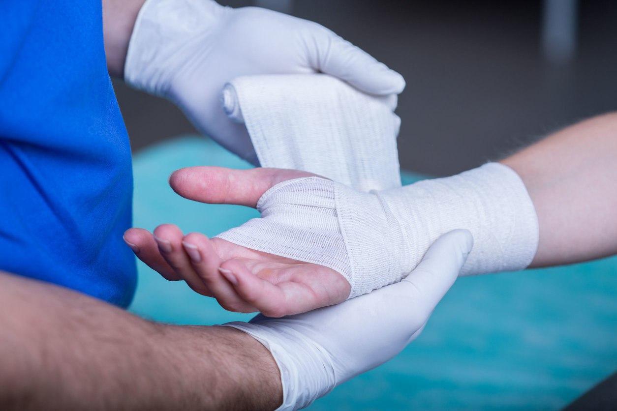 Перелом большого пальца на руке