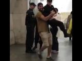 Мужчина стал фигурантом уголовного дела за перенос росгвардейца по метро