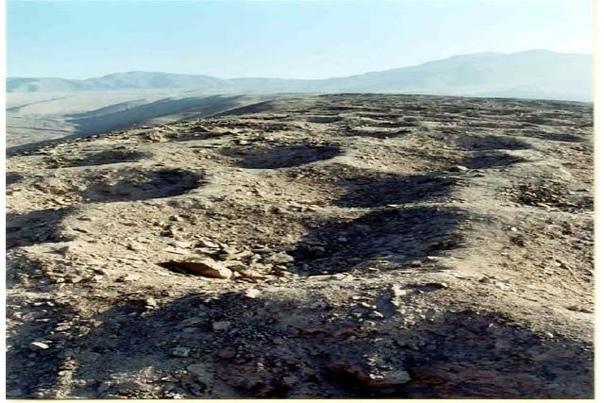 Полоса отверстий в Перу В перуанских горах у долины Писко есть загадочная полоса отверстий длиной в несколько километров. Ширина полосы от 6 до 9 метров, а глубины отверстий от нескольких