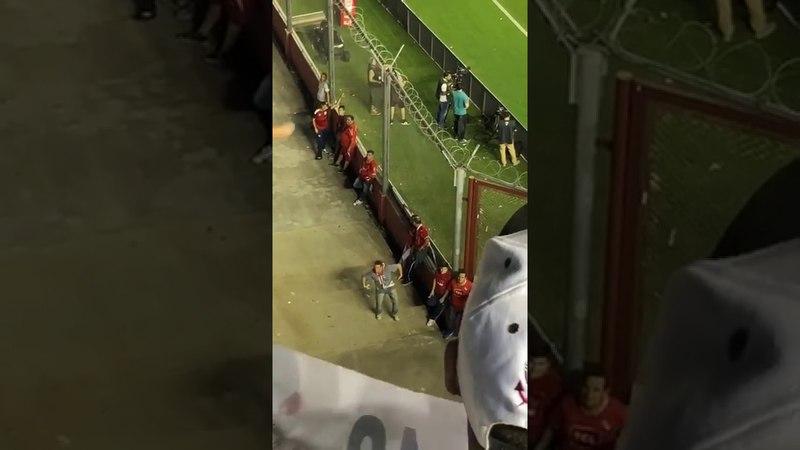 Torcida do Corinthians é alvo de racismo no estádio do Independiente na Argentina
