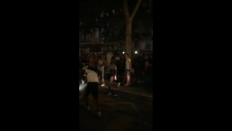 Французы празднуют победу сборной устраивая беспорядки на улицах