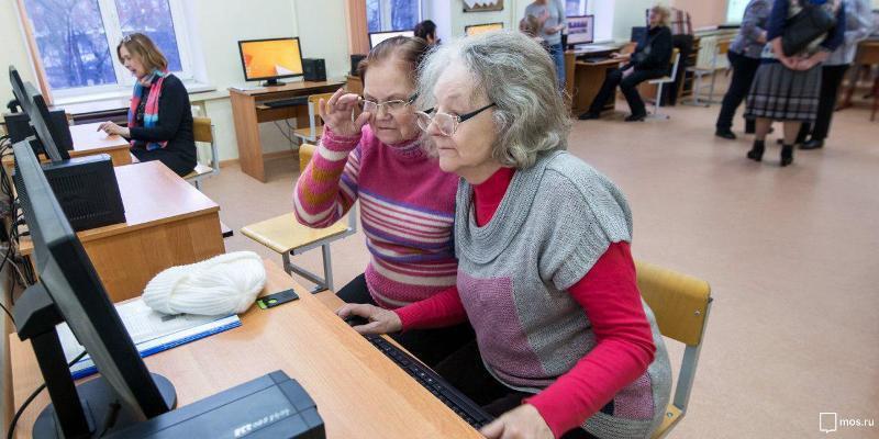 Уроки компьютерной грамотности организованы в Савеловском для участников «Московского долголетия»