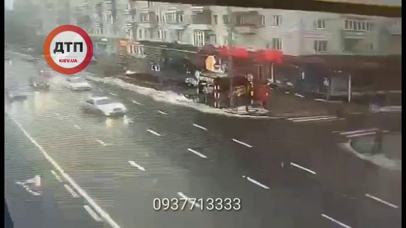Видео момента аварии Четвертый разбитый в Киеве в течении этих суток патрульный автомобиль... Подр