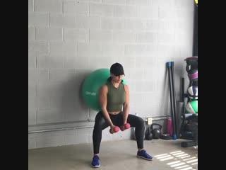 Упражнения с фитболом для всего тела