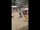Схватка Интересное видео с ямайка поступило вот кому кому а им точно надо к бразильцам на стажировку как детишки палками махаю