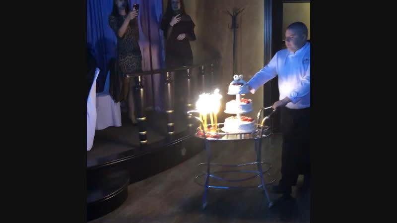 Подача свадебного торта!