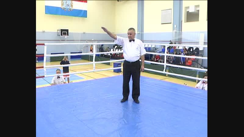 Открытие чемпионата по боксу. Первый бой выиграл Денис Куликов с. Кинель-Черкассы. Сюжет смотрите завтра.