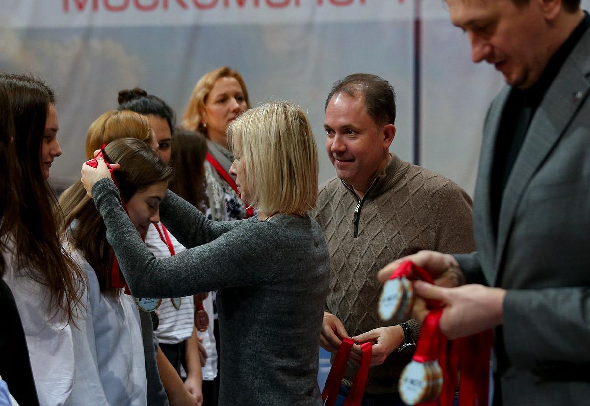 Награждение команд-призеров Первенства Москвы среди юношей и девушек 2001 года рождения