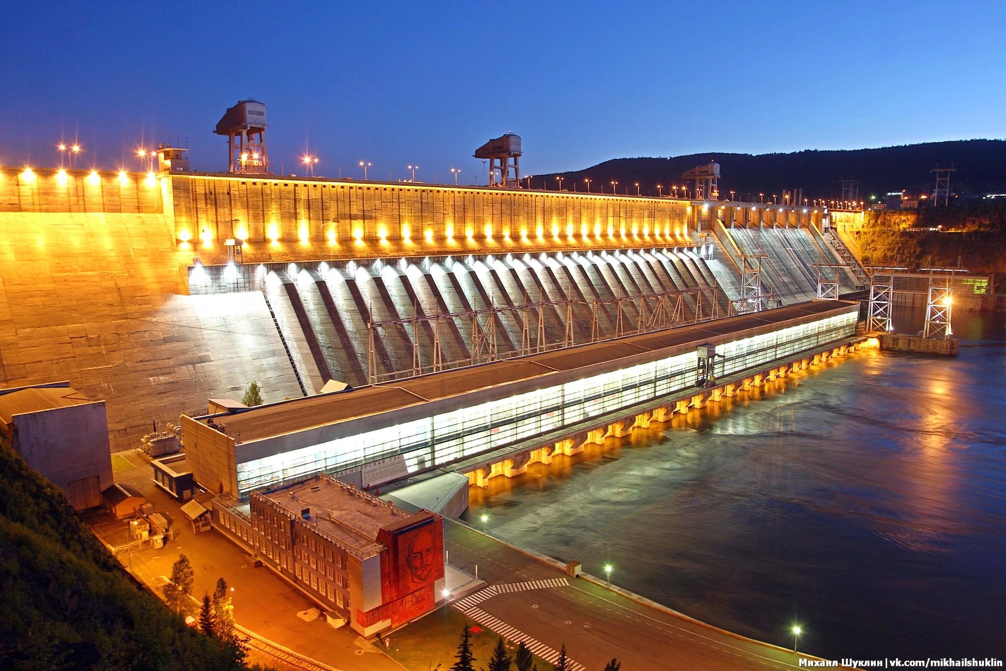 8 июня 2018 прошел фототур на Красноярскую ГЭС, вечером была включена подсветка, посмотрим как это было.