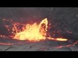 Реакция вулкана на канистру с водой