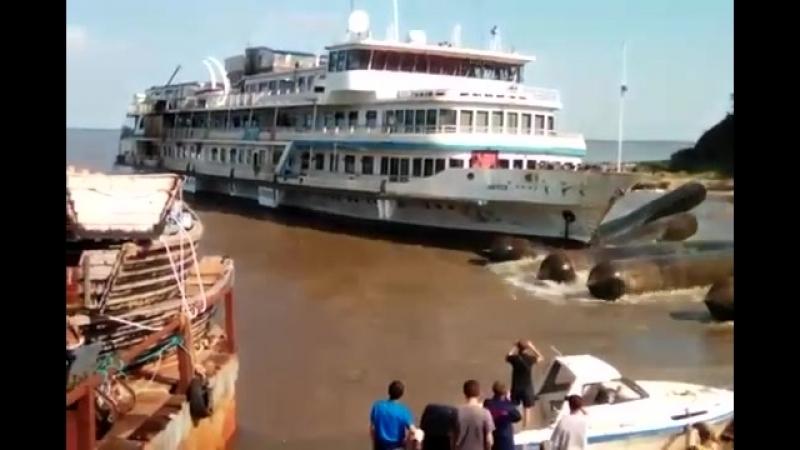 Буксир затонул при спуске пассажирского судна