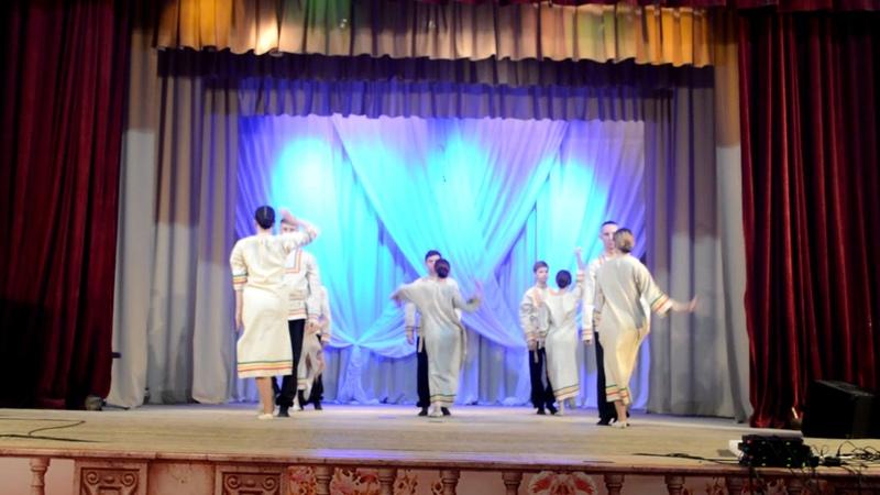 2432 Образцовый художественный коллектив танцевальная группа Реверанс п Вохтога Белый конь на во