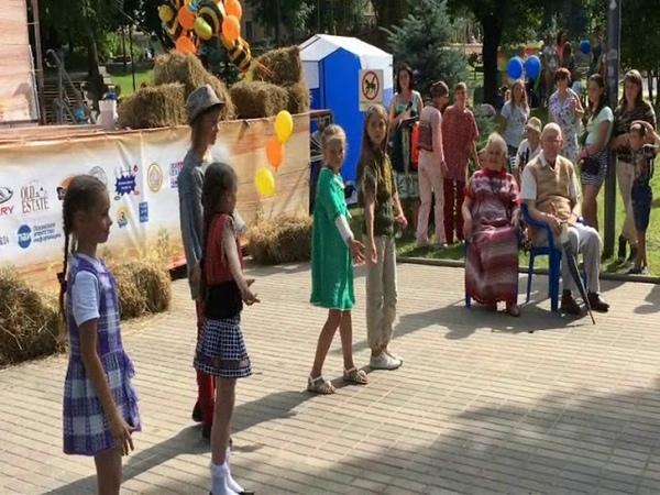 Тканые одежды на Медовом фестивале. Показ коллекции Дочуша