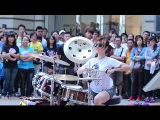 羅小白S. White-高雄夢時代 Барабанщица-виртуоз из Тайваня.Amazing Girl Drummer_Full-HD.mp4