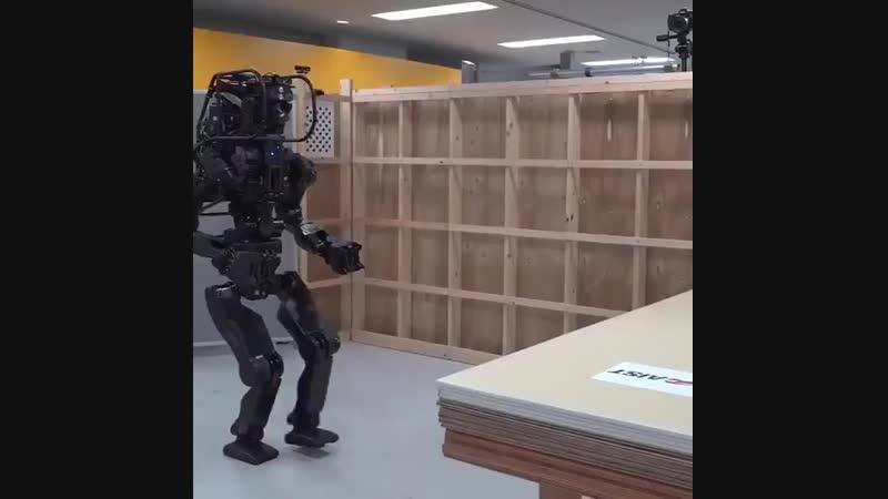 Человекоподобный робот HRP-5P от AIST