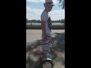 Сын на гироскутере в Бресте